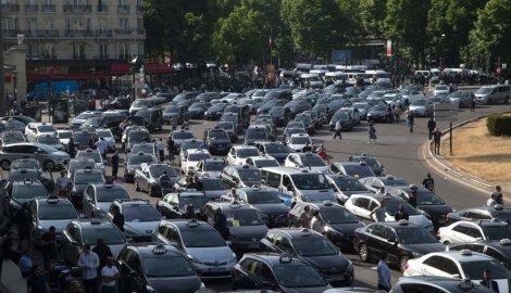 pariz-taksisti-uberprotest